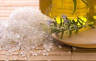 Как вылечить остеохондроз с помощью соли и масла?