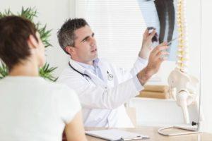 Почему возникают симптомы грудного остеохондроза
