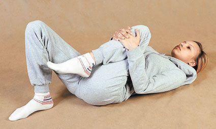 Упражнения на коленный сустав лежа